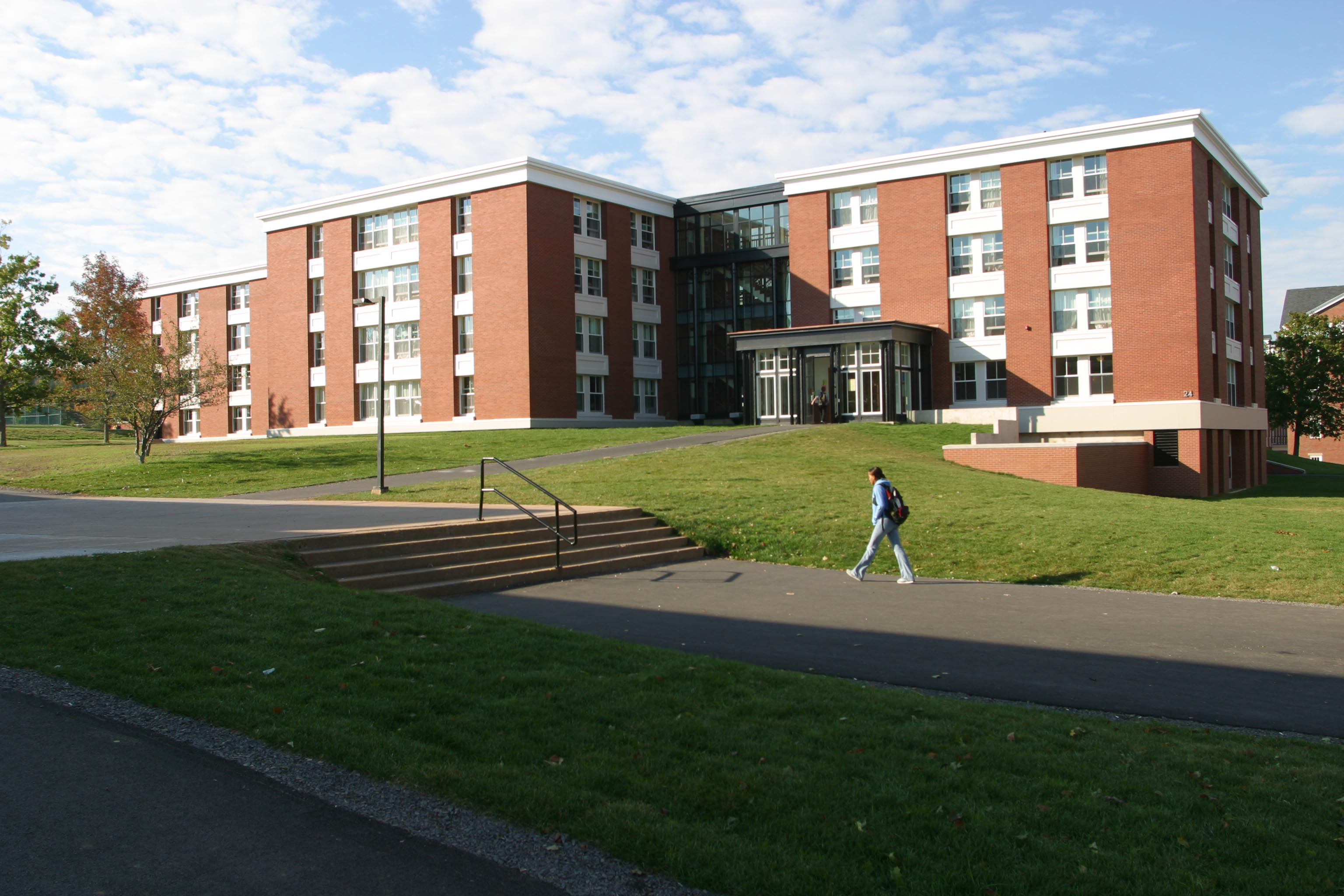 tl_files/sites/campustour/resources/tour/Residence/Chase Court/exterior view dcallis.jpg